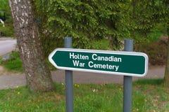 Begraafplaats van de Holten voorziet de Canadese oorlog van wegwijzers stock afbeelding