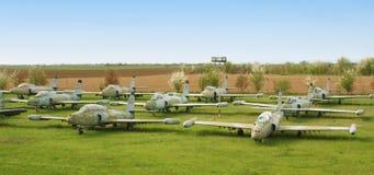 Begraafplaats van oude militaire vliegtuigen Stock Fotografie