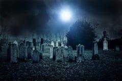 Begraafplaatsnacht stock afbeeldingen