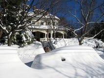 Begrabenes Auto und Haus im Washington DC Stockfotografie