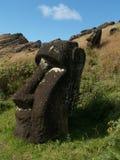 Begrabenes moai Stockbild