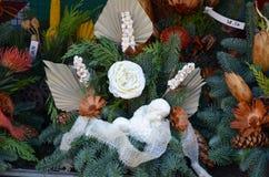 Begrafenis bloemen op de markt van een landbouwer Stock Foto's