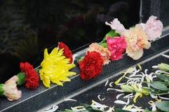 Begrafenis bloemen voor deelneming stock afbeeldingen