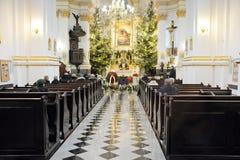 Begrafenisceremonie in kerk stock afbeelding