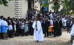 Begrafenisoptocht in landelijke Robillard, Haïti royalty-vrije stock afbeeldingen