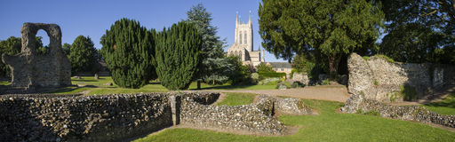 Begrava domkyrkan för St Edmunds Abbey Remains och för St Edmundsbury Royaltyfri Fotografi