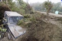 begravd jeepmud Arkivfoto