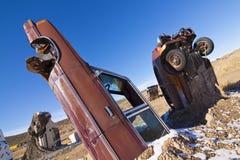 Begravde Junked bilar Arkivfoton