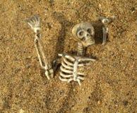 Begraven in het zand royalty-vrije stock foto's