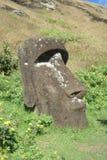 Begraven moai Royalty-vrije Stock Foto's