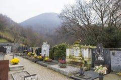Begravnings- arkitektur i den Lugano kyrkog?rden arkivbild