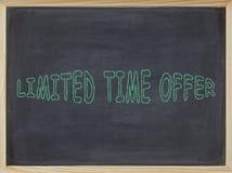 Begrenzte Zeit-Angebotfleisch geschrieben auf eine Tafel Lizenzfreie Stockfotos