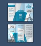 Begrepp av arkitekturdesignen med fotoramen trifold broschyrmall för fastighetföretag Royaltyfria Foton