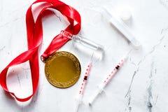 Begrepp av att dopa i sporten - bästa sikt för förlustmedaljer fotografering för bildbyråer