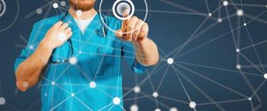 Begrepp av den globala medicin och sjukvården Medicindoktorshand som arbetar med den moderna datormanöverenheten som det ökade be arkivfoton