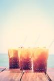Begrepp av den lyxiga tropiska semestern Tre KubaLibre coctailar Royaltyfri Bild