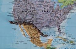 Begrepp av denmexikan gränsväggen som möjligt av den amerikanska presidenten Donald Trump Arkivfoto