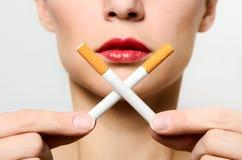 Begrepp av en långsam död från att röka arkivbild