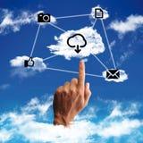 Begrepp av ett moln som beräknar arkivbild