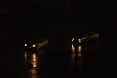 Begrepp av fara på vägen regn arkivfoton