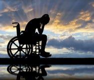 Begrepp av folk med handikapp som erfar sorg och sorgsenhet royaltyfri fotografi