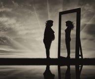 Begrepp av kampen mot fetma och lusten för att vara slankt arkivfoto