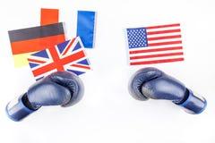 Begrepp av konfrontation mellan Europa och USA royaltyfria bilder