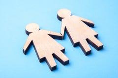 Begrepp av lesbiska kvinnan Två symboler av kvinnan från trädinnehavhänder på blått royaltyfri fotografi