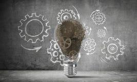 Begrepp av lightbulben som symbol av den nya idén Fotografering för Bildbyråer
