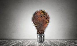 Begrepp av lightbulben som symbol av den nya idén Royaltyfria Foton