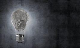 Begrepp av lightbulben som symbol av den nya idén Royaltyfria Bilder