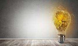 Begrepp av lightbulben som symbol av den nya idén Arkivfoton