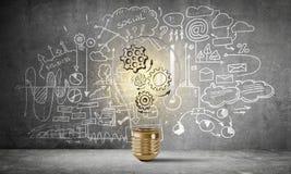 Begrepp av lightbulben som symbol av den nya idén Arkivbilder