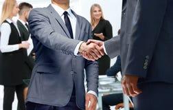 Begrepp av pålitlighetspartnerskap och samarbete Affär arkivfoton