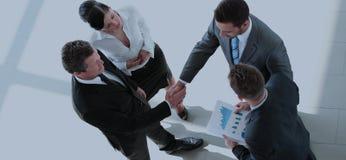 Begrepp av partnerskap - handskakning av affärspartners Royaltyfri Fotografi