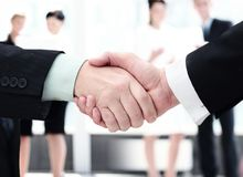 Begrepp av partnerskap - handskakningaffärspartners Royaltyfria Bilder