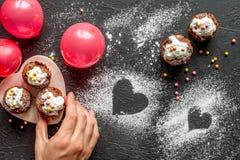 Begrepp av sikten för mörk bakgrund för muffin för dag för valentin` s den bästa Arkivfoto