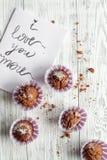 Begrepp av sikten för träbakgrund för muffin för dag för valentin` s den bästa Fotografering för Bildbyråer