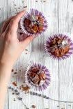 Begrepp av sikten för träbakgrund för muffin för dag för valentin` s den bästa Royaltyfri Fotografi