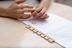 Begrepp av skilsmässan Arkivfoton