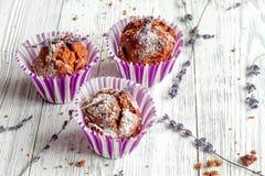 Begrepp av slutet för bakgrund för muffin för dag för valentin` s det träupp Royaltyfri Bild
