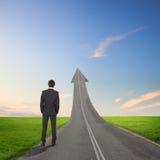 Begrepp av vägen till framgång arkivfoton