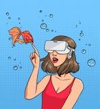 Begrepp av virtuell verklighet Flicka i 3d-glasses och guldfisk Färgrik komikervektorillustration i stil för popkonst Royaltyfri Foto