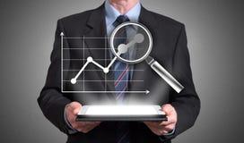 Begrepp för affärsanalys som visas ovanför en minnestavla Arkivfoto