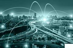 Begrepp för affärsnätverkandeanslutning och Wi-Fi i stad Technol Royaltyfria Foton