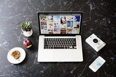 Begrepp för aktie för foto för massmedia för blogginternet socialt arkivbilder