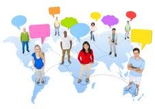 Begrepp för anförande för anslutning för global kommunikation för mångfaldfolk Royaltyfri Fotografi