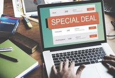 Begrepp för avtal för rabatt för E-kommers Sale varmt pris Arkivfoto