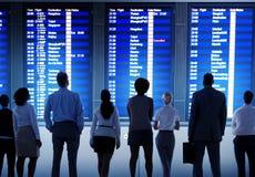 Begrepp för avvikelse för lopp för terminal för flygplats för affärsfolk Arkivfoton