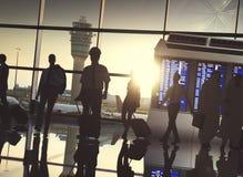 Begrepp för avvikelse för lopp för terminal för flygplats för affärsfolk royaltyfria foton